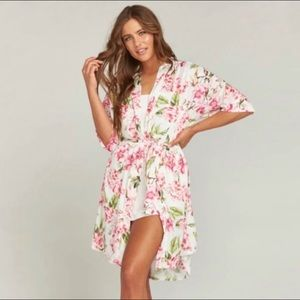 2/25$💞 Show me your mumu floral Brie robe